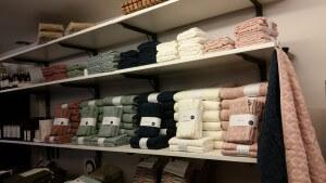 Härliga, sköna handdukar i 100% bomull. Finns i 6 fina färger.
